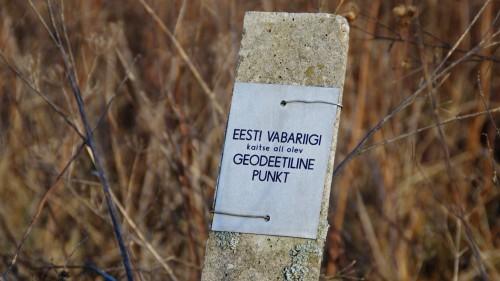 EV kaitse all olev geodeetiline punkt Karjamardil ©Nahkanuia
