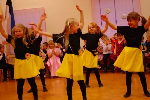 Miika tantsutüdrukud ©Nahkanuia